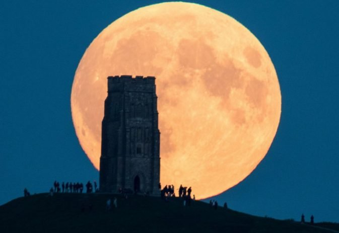 Why winter walking is good for our mind and body plus watch out for the Supermoon